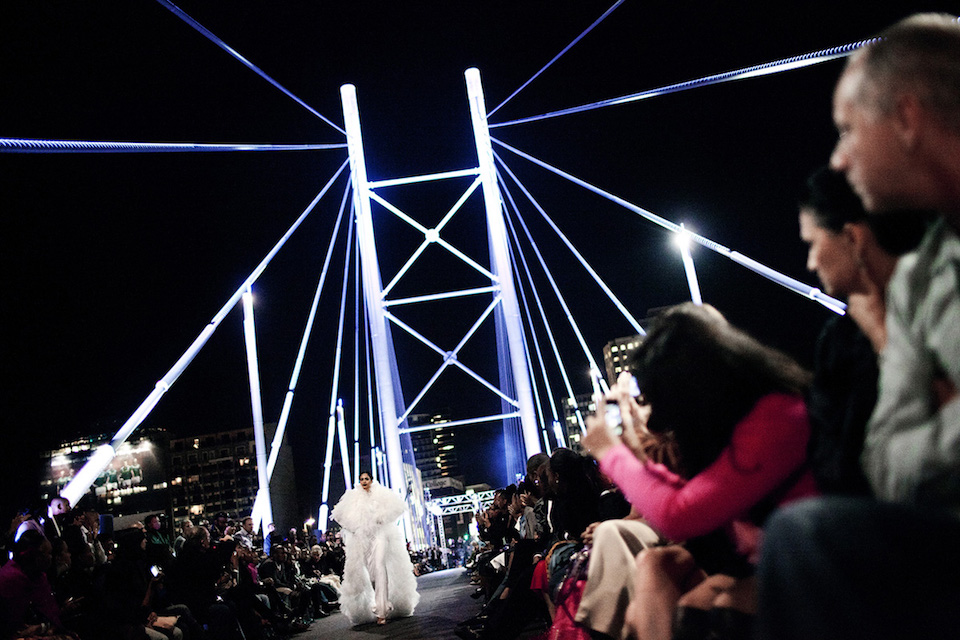 A model walks for the designer David Tlale on the Nelson Mandela Bridge at the Joburg Fashion Week, South Africa, 2011. © Per-Anders Pettersson